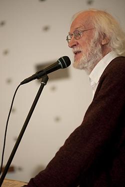 Peter Naur på talestolen