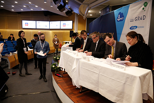 The Maritime Connectivity Platform is being signed by representatives of Danish, Swedish, Korean,  German and UK Maritime Authorities, as well as by the Secretary General of IALA and the  International Maritime Organisation of UN as well as by the University of Copenhagen